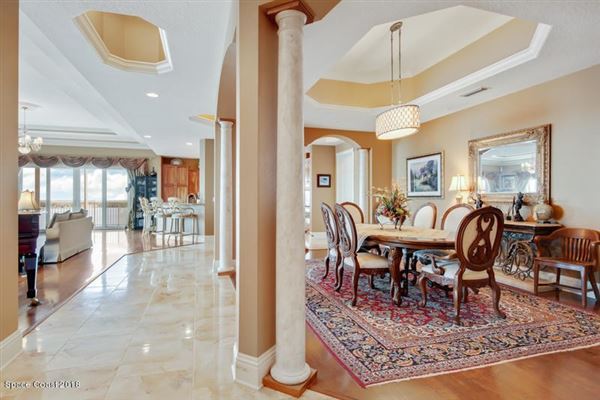 Luxury homes in an Exquisite Penthouse Unit