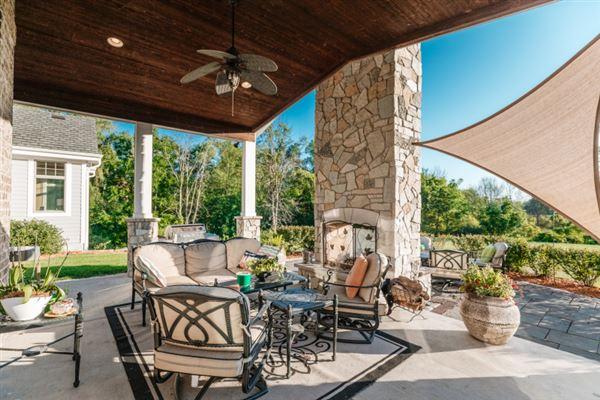 Luxury properties spectacular 15acre estate in Brookfield