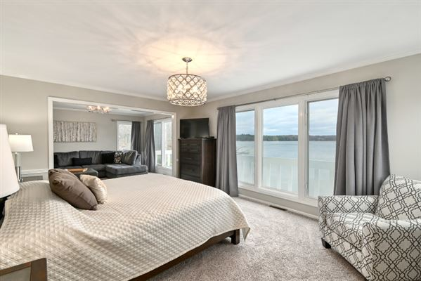 Luxury homes This spectacular updated lake home has over 230 feet of pristine frontage