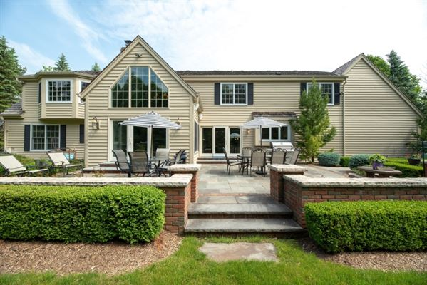 Luxury homes gorgeous home in southeast Mequon