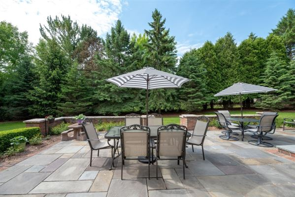 gorgeous home in southeast Mequon luxury homes