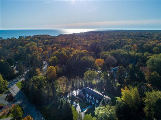 Luxury real estate gorgeous home in southeast Mequon