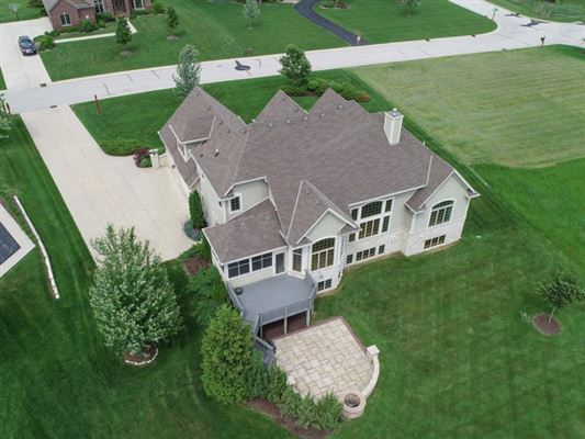 Luxury real estate the best in pewaukee