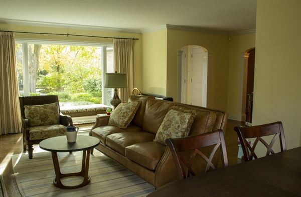 Luxury real estate rare find in Lake Geneva Manor