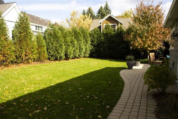 Luxury homes rare find in Lake Geneva Manor
