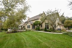 Mansions in beautiful and spacious home in heart of brookfield