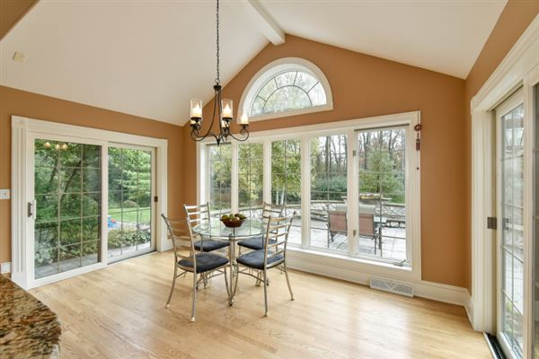 beautiful and spacious home in heart of brookfield mansions