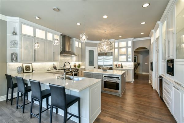 Mansions in Experience the finest in residential living