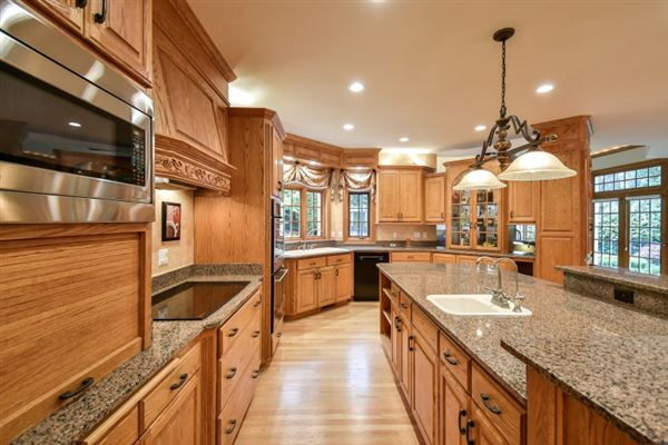 Mansions superbly crafted home in Brookfield