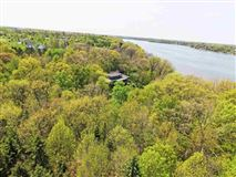 Mansions Incomparable estate on the Fox River