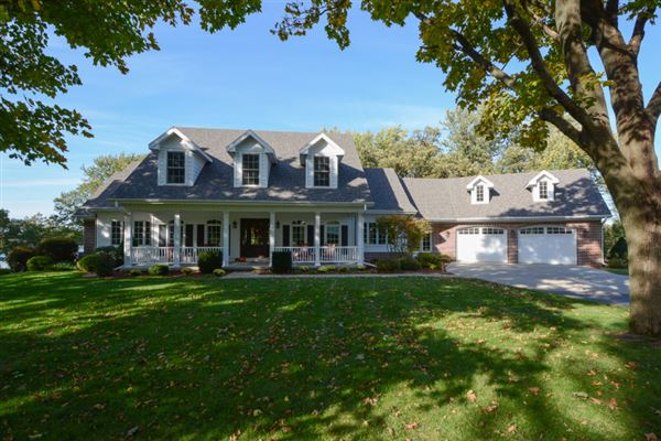 Luxury homes in The Crown Jewel of Kenosha County