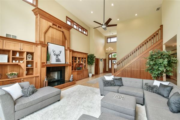 Luxury homes stately manor on five private acres