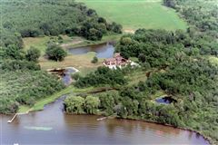 Luxury properties 18 acres of total privacy