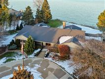 Mansions in Beautiful views of Lake Michigan and the privacy of a cul-de-sac