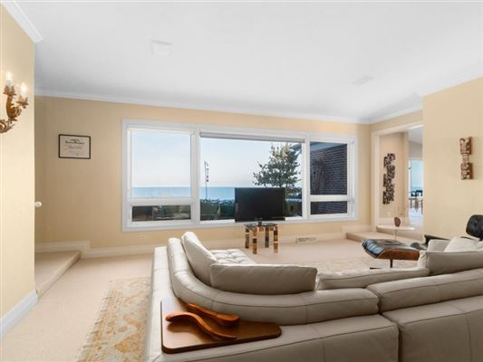 Beautiful views of Lake Michigan and the privacy of a cul-de-sac luxury homes