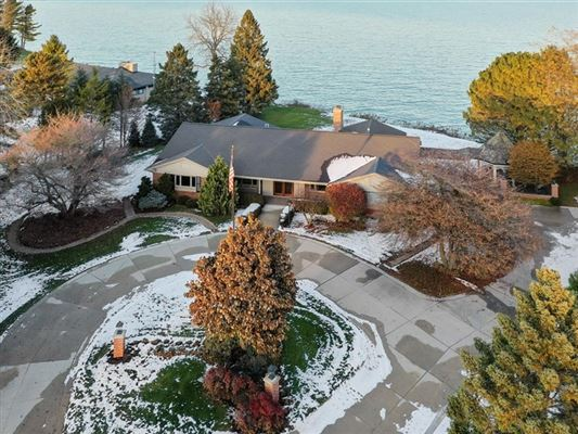 Beautiful views of Lake Michigan and the privacy of a cul-de-sac luxury properties