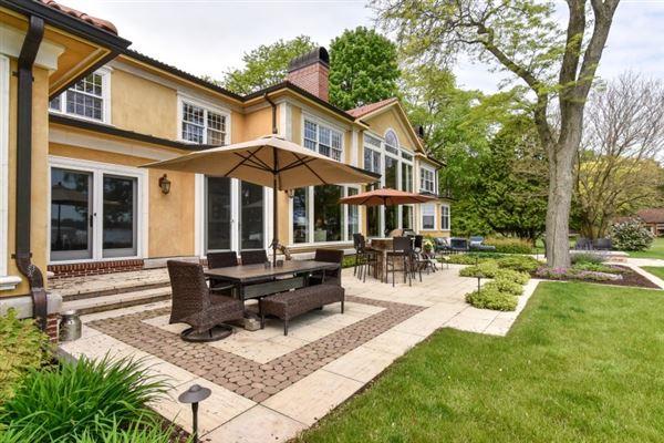 Luxury homes South Beach inspired home on Oconomowoc Lake