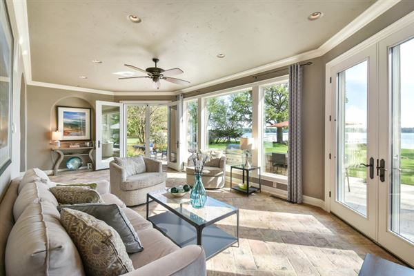 Luxury homes South Beach inspired home on Oconomowoc Lake