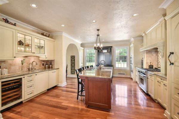 Luxury real estate South Beach inspired home on Oconomowoc Lake