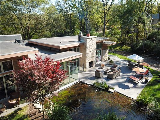 Mansions Newer construction luxury home
