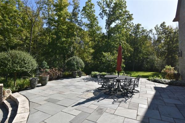 private wooded 5 acre colonial mansions