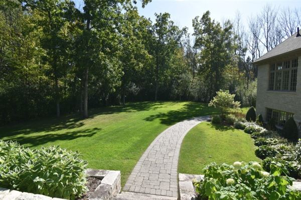 Mansions in private wooded 5 acre colonial