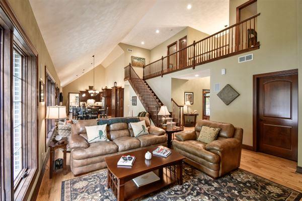 Luxury homes tranquil retreat
