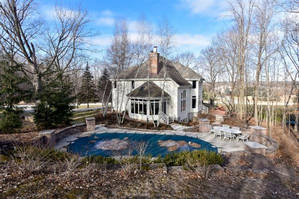 Mansions in custom estate in sought-after Stonegate