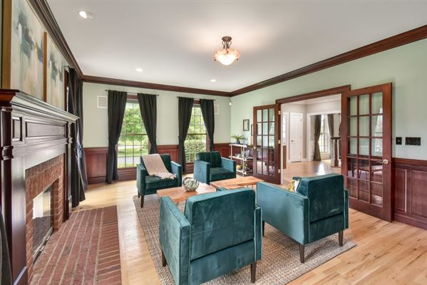 Fabulous Georgian Colonial in sought after subdivision luxury properties