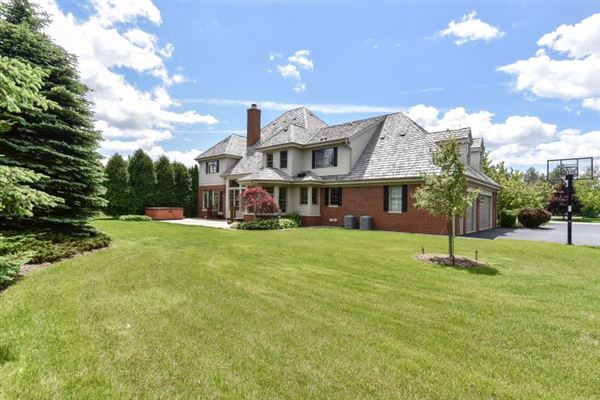 Mansions Fabulous Georgian Colonial in sought after subdivision