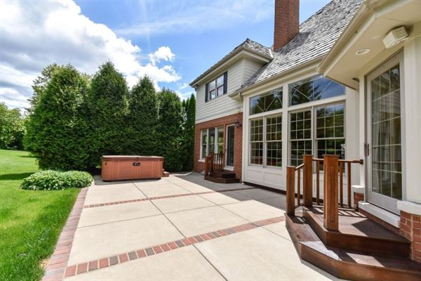 Fabulous Georgian Colonial in sought after subdivision mansions