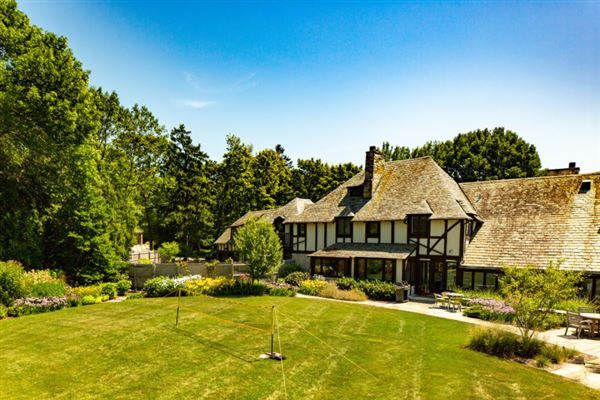 Luxury homes in An iconic jewel, the Evinrude Estate