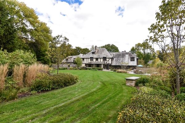 Mansions in An iconic jewel, the Evinrude Estate