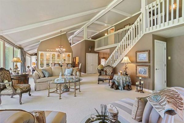 STATELY FOUR BEDROOM HOME | Wisconsin Luxury Homes ...