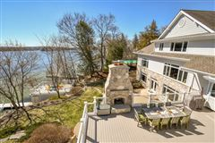 Mansions Elegant yet inviting lakefront living
