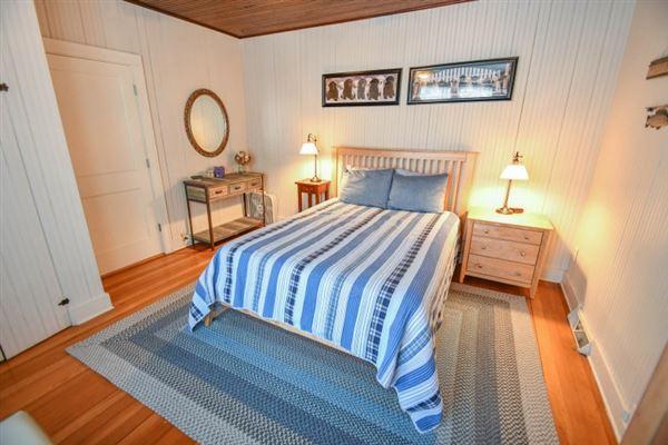 Luxury properties Elegant yet inviting lakefront living