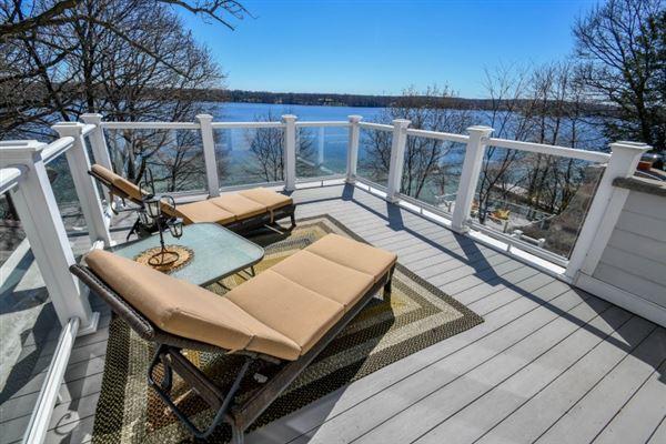 Elegant yet inviting lakefront living mansions