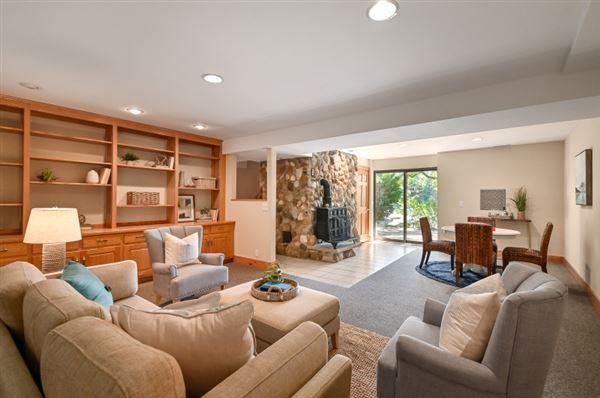 Luxury homes Iconic Lake Beulah peninsula