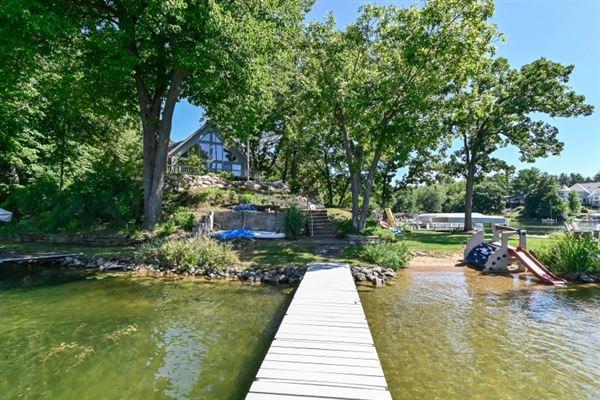 Mansions Iconic Lake Beulah peninsula