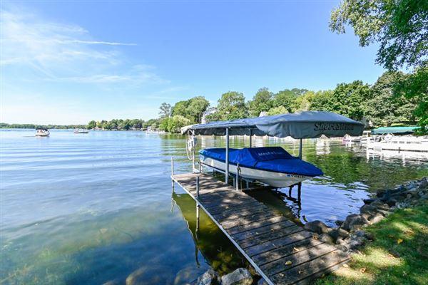 Mansions in Iconic Lake Beulah peninsula
