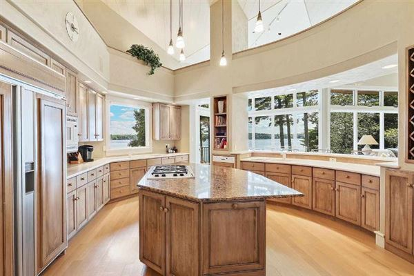 Luxury homes exquisite and spacious lakefront home