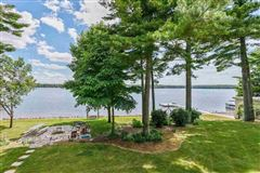 Luxury homes in exquisite and spacious lakefront home