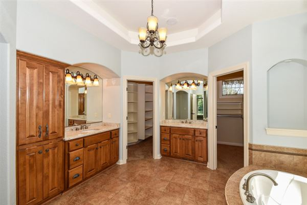 Luxury homes the best in pewaukee