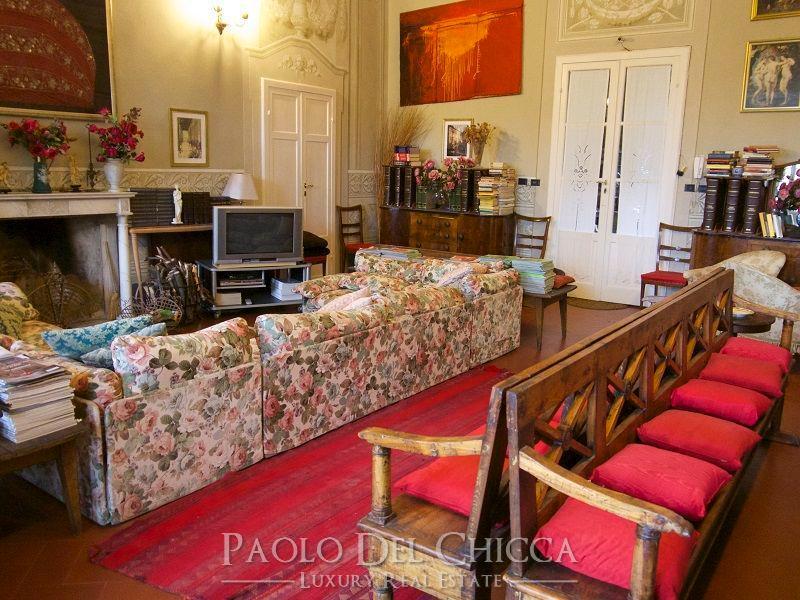 Luxury properties Seventeenth century villa in the hills