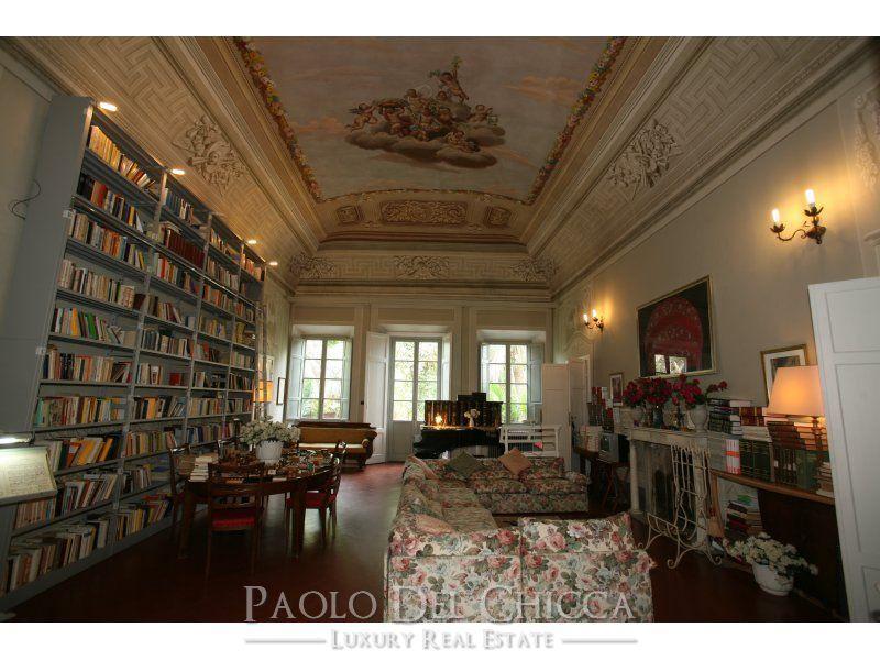 Luxury homes in Seventeenth century villa in the hills