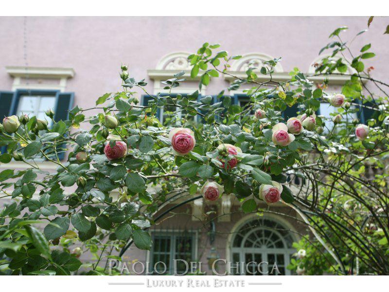 Luxury homes Seventeenth century villa in the hills