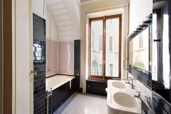 Mansions Luxury residence for sale Milan via Marchiondi in Italy