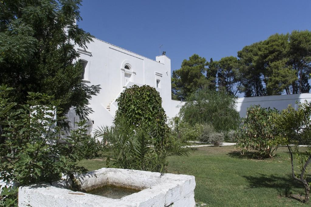 Traditional 18th century farmhouse in Puglia mansions