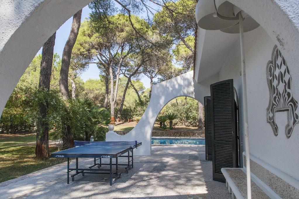 Luxury real estate Wonderful villa with pool by the Riva dei Tessali