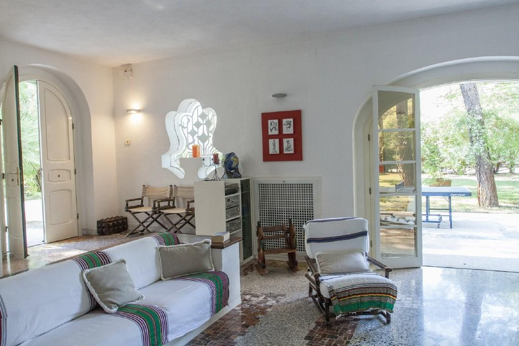Luxury homes Wonderful villa with pool by the Riva dei Tessali